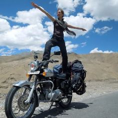 Carolien - our guest teacher, travelling through India on the bike! <3