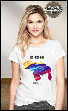 Parte de la línea #ImFromHere tenemos un diseño con el mapa de Venezuela simulando una pintura en oleo con los colores de nuestra bandera, amarillo, azul y rojo