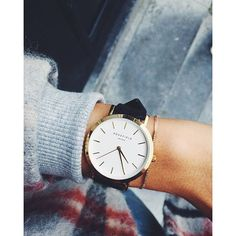 We love this simple and chic combination#gramercy #blackgoldwatch #rosefield #rosefieldwatches #amsterdam #newyork #nyc