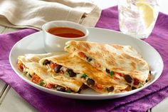 For a healthy and tasty take on the cheesy Mexican snack, fill your quesadillas with nutritious GOYA® Low Sodium Black Beans! Simply mix the beans with GOYA® Pico de Gallo, freshly chopped herbs and a handful of cheese, fill the quesadilla, and cook. Mexican Snacks, Mexican Food Recipes, Vegetarian Recipes, Cooking Recipes, Dinner Recipes, Diabetic Recipes, Dinner Ideas, Mexican Stuff, Vegetarian Dinners