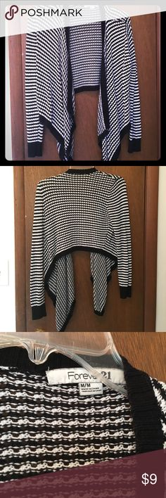 Forever 21 Cropped Cardigan Lightweight black and white checked cardigan. Cropped style, long sleeved and perfect for Fall. Gently worn a few times but still in great condition Forever 21 Sweaters Shrugs & Ponchos