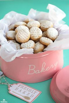 An AMAZING recipe for traditional Eid (post Ramadan Feast) cookies! These have a… An AMAZING recipe for traditional Eid (post Ramadan Feast) cookies! These have a fabulously delicate texture that dissolves in the mouth. Arabic Sweets, Arabic Food, Eid Sweets, Tea Cakes, Biscotti, Cookie Recipes, Dessert Recipes, Yummy Recipes, Delicious Desserts