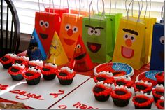 Elmo can be put on just about anything! Cupcakes, bags, even a veggie platter. Jessi Makes Things shows us how.