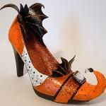 Seeing Things: Glittered Witch Shoe Candy Dishes. I'm so doing this!
