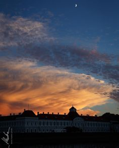 Moon rising... //  Oliver Haaker // www.haaker.photo // #munich #muenchen #münchen #muc #bavaria #visitbavaria #hiddenmunich #bayern #streetsofmunich #igersmunich #igersmuenchen #pictures #photography #huffpostgram  #haakerphoto #instagram #instastyle #picoftheday #instamood #blackandwhite #landscape #untaggable #awesome #moon #rising #cloud #sun