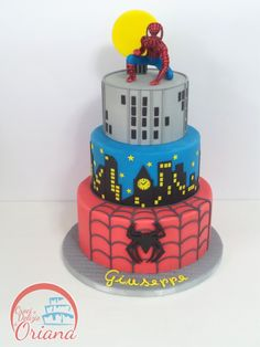 Torta Spiderman | Spiderman cake, fondant Spiderman http://blog.giallozafferano.it/crociedeliziedioriana/2016/04/torta-spiderman.html