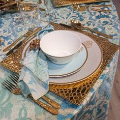 Liven up your table with the luxury tableware collection by #RobertoCavalli home!