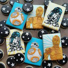 Terrific Star Wars and Cookies - Star Wars Cookie - Ideas of Star Wars Cookie - Terrific Star Wars and Cookies made by Frost Me Beautiful Star Wars Cookies, Star Wars Cake, Star Wars Gifts, Star Wars Party, Cookies For Kids, Fun Cookies, Cupcake Cookies, Decorated Cookies, Cupcakes