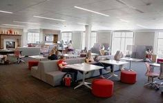 William Jewel College Turns Its Library Into a High-Tech Collaborative Learning Space - Higher Ed Tech Decisions School Library Design, Middle School Libraries, Elementary Library, Classroom Design, Library Lessons, Library Ideas, Learning Spaces, Learning Environments, Library Furniture
