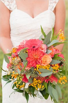 peach and yellow wedding bouquet @weddingchicks