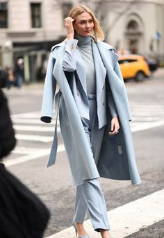 The 10 Biggest Street Style Trends From New York Fashion Week - Ice Blue Trend You are in the right place about outfits invierno Here we offer you the most beautif - Street Style Trends, New York Street Style, Looks Street Style, Winter Outfits 2019, Winter Outfits For Work, Fall Outfits, Hiking Outfits, Dinner Outfits, Sweater Outfits