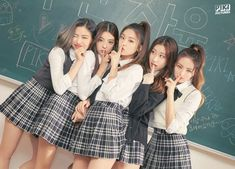 Credits to (insta) Kpop Girl Groups, Korean Girl Groups, Kpop Girls, World 2020, Romance, Girl Bands, Mamamoo, Beautiful Moments, New Girl