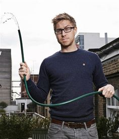 Does russell howard smoke