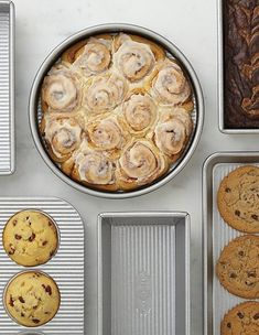 Our exclusive configuration of this commercial-quality bakeware features a unique textured surface that promotes ideal air circulation and a double-duty nonstick Americoat and silicone glaze finish for clean food release. Durable folded construction with heavy-gauge wire is warp-resistant and rust-proof. Due to this bakeware's heat efficiency, we suggest monitoring the oven temperature and cooking time for the first few uses, then making adjustments to recipes as necessary.