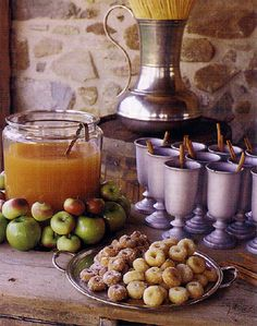 Fall harvest: Apple cider and warm sugared donuts. Mmmmmm Love this vignette (cute apple moat around cider) Mini Donuts, Doughnuts, Harvest Party, Fall Harvest, Apple Harvest, Harvest Time, Autumn Fall, Apple Cider Bar, Spiced Cider