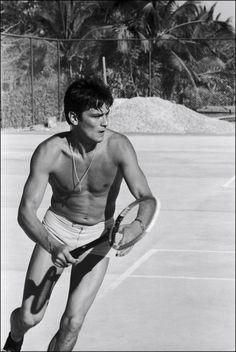 Alain Delon is playing tennis