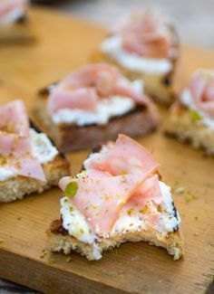 The Italian Food Diet Bruschetta, Crostini, Finger Food Appetizers, Finger Foods, Appetizer Recipes, I Love Food, Good Food, Yummy Food, Antipasto