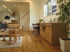 オーク無垢材のフローリングにオーク材の家具を合せたリビング空間!ユニット家具で幅2m70㎝の大型収納家具を提案 (インテリアショップBIGJOY)