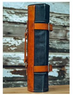 nice detailed pictures:  BLUE DENIM & LEATHER KNIFE ROLL