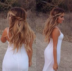 "Perfect rooted ""bronde"" with a beach wave style."