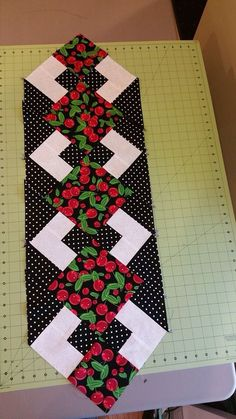 Red Bouquet Polka Dot Quilted Table Runner and Placemat Set Patchwork Table Runner, Striped Table Runner, Table Runner And Placemats, Table Runner Pattern, Quilted Table Runners, Diy Crafts Images, Pumpkin Table Decorations, Polka Dot Quilts, Fall Placemats