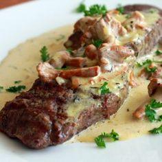 Steak with Creamy Chanterelle Sauce