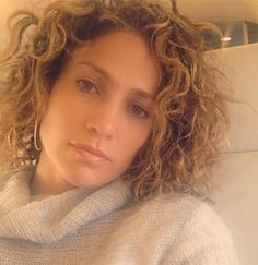 Look: Jennifer Lopez Shows Off Her Short, Curly Hair! Short Natural Curly Hair, Medium Curly, Curly Bob, Wavy Hair, Natural Curls, Natural Beauty, Curly Short, Hair Medium, Jennifer Lopez