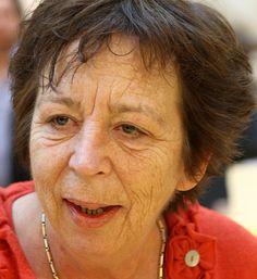 Renate Dorrestein 25-01-1954 Nederlandse schrijfster, journaliste en feministe. Met haar werk Mijn zoon heeft een seksleven en ik lees mijn moeder Roodkapje voor (2006) had Dorrestein een primeur: op haar initiatief was achterin reclame opgenomen van een product voor vrouwen in de overgang.   https://youtu.be/-4vokXO-M90