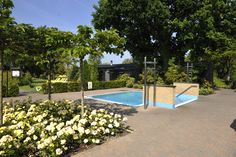 Koud dompelbad in de tuin bij Wellnessresort de Zwaluwhoeve