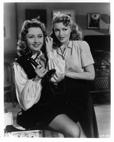 Vintage Hollywood : Joan Blondell and Lana Turner in Two Girls on Broadway 1940 Old Hollywood Stars, Hollywood Icons, Golden Age Of Hollywood, Vintage Hollywood, Hollywood Actresses, Classic Hollywood, Actors & Actresses, Old Movie Stars, Classic Movie Stars