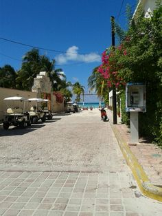 Playa Norte, Isla mujeres....we parked our golf cart next to that very phone booth! Great place to visit, very laid back....Donna