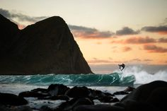 La motivación te la tienes que buscar tú mismo ------------- Fot.: RedBull | Surfer: Mick Fanning #lofoten #norway #noruega #surf #surfing #surfer #surfstyle #paisaje #seascape #olas #waves #agua #water #mar #sea #oceano #ocean #atardecer #sunset #playa #beach #rocas #rocks #deporte #sport #salto #jump #montaña #mountain