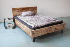 **UpCycle.**Berlin Bett Modell: SULA  Wir bieten individuelle UpCycle Design Betten aus recyceltem Bauholz-Material.   Absolute unikate Betten! Jedes Bett eine Einzelanfertigung!  Sehr robuste...