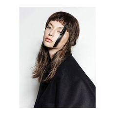 "• New • ""Minimal Art"" by @stephanziehen  for @hopestmag ! Make up: @dewetski - @kultartists / Hair: @marcoalecci_hh - @agency_bigoudi / Models: Aysche @mdmanagement - Retouch: @elektronischeschoenheit ! #Beauty #photography #shoot #niceskin #makeup #makeupartist #minimalart #model #femalemodel #modellife #weloveourjob #retouch #retouching #postproduction"