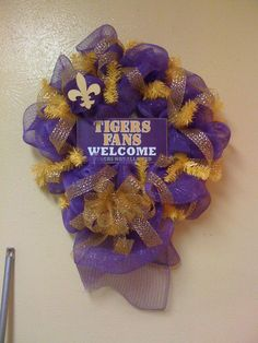 For all of you LSU fans, here is another wreath that I made.