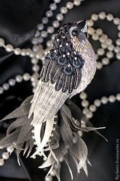 """Броши ручной работы. Ярмарка Мастеров - ручная работа брошь птица """"Монохром"""". Handmade. Colly Birds, Bird Applique, Fabric Embellishment, Embroidered Bird, Bird Crafts, Art Textile, Fabric Birds, Sewing Art, Brooches Handmade"""