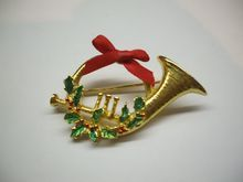 French Horn Christmas Pin Gold Tone CCI