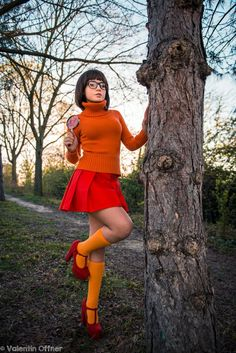 Cosplay girls have a special way of making even the goofiest looking costume look incredibly sexy. Cosplay girls have a special way of making even the goofiest looking costume look incredibly sexy. Costumes Scooby Doo, Velma Do Scooby Doo, Velma Costume, Thelma Scooby Doo, Dora Costume, Daphne Costume, Halloween Mignon, Pumpkin Halloween Costume, Halloween Party
