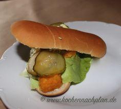 kochennachplan.de Fischstäbchen Burger .......... :) Hamburger, Chicken, Ethnic Recipes, Food, Pisces, Cooking, Deco, Essen, Recipies