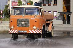 Prvního ledna roku 2013 uplyne šedesát let od chvíle, kdy byl založen národní podnik LIAZ. V dobách své největší slávy zaměstnával v deseti závodech jedenáct tisíc lidí a vyráběl třináct tisíc nákladních aut ročně. Dnes už neexistuje.