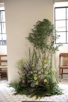 Flower Centerpieces, Flower Decorations, Flower Installation, Flower Backdrop, Wedding Ceremony Decorations, Flower Boxes, Floral Style, Garden Styles, Plant Decor