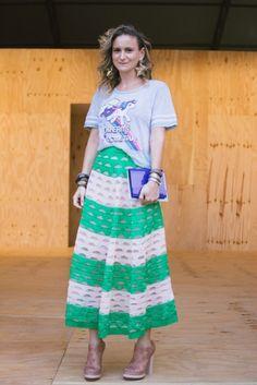 Flavia Brunetti veste saia printing, camiseta Riachuelo e sapato Herchcovitch #StreetStyle #SPFW