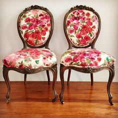 Beautiful Floral French Chairs by ChairWhimsy on Etsy Chaise Floral, Floral Chair, Floral Accent Chair, Diy Chair, Chair Fabric, Chair Cushions, Chair Pads, Chair Makeover, Furniture Makeover
