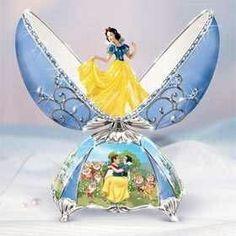 Snow White Faberge egg. I WANT ONE!!!
