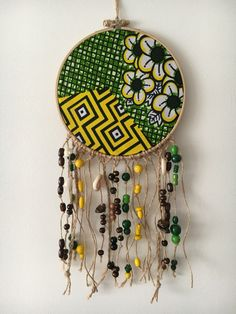 Wall decoration Diameter: 17 cm - Length: 40 cm In a circle to embroider . African Interior, African Home Decor, Diy Wall Art, Wall Decor, Diy Crafts Life Hacks, African Accessories, Macrame Art, Mandala, Home And Deco