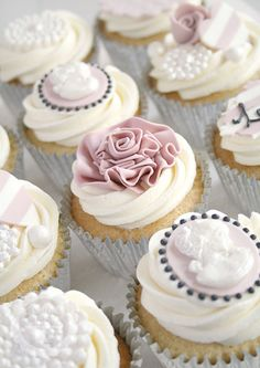 Cotton and Crumbs Cupcakes- Paris Chic