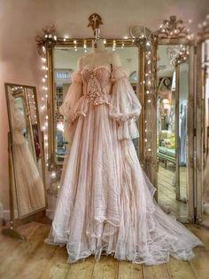 Romantic tulle and lace wedding dress with separate sleeves by Joanne Fl . - Romantic tulle and lace wedding dress with separate sleeves by Joanne Flem … – # sleeves - Vestidos Vintage, Vintage Dresses, Vintage Ball Gowns, Flower Girl Dresses, Prom Dresses, Puffy Dresses, Royal Dresses, Disney Dresses, Fantasy Dress