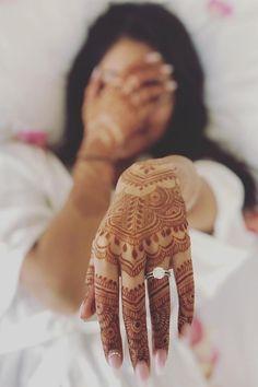 Mehendi Photography, Indian Wedding Couple Photography, Couple Photography Poses, Bridal Photography, Photography Ideas, Engagement Photo Poses, Indian Engagement Photos, Engagement Photography, Indian Wedding Pictures