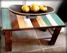 DIY Vintage Pallet Coffee Table - 300+ Pallet Ideas and Easy Pallet Projects You Can Try