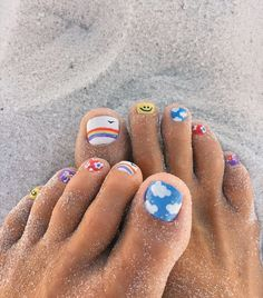Nail art is a very popular trend these days and every woman you meet seems to have beautiful nails. It used to be that women would just go get a manicure or pedicure to get their nails trimmed and shaped with just a few coats of plain nail polish. Cute Toe Nails, Cute Acrylic Nails, Nail Art Toes, Gel Toe Nails, Toe Nail Polish, Painted Toe Nails, Gel Toes, Pedicure Nail Art, Summer Acrylic Nails